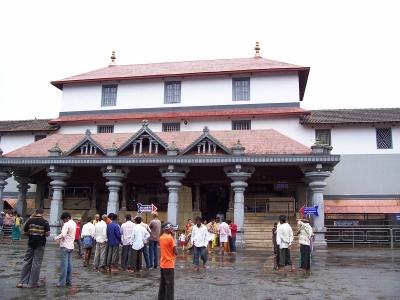 ದೇವರ ದರ್ಶನಕ್ಕೆ ಅವಕಾಶವಿಲ್ಲದಿದ್ದರೂ ಧರ್ಮಸ್ಥಳಕ್ಕೆ ಆಗಮಿಸುತ್ತಿರುವ ಭಕ್ತಾದಿಗಳು | ಜನತಾ ನ್ಯೂ&#