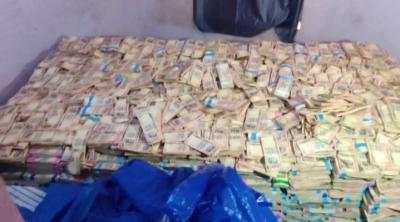 ಬೆಂಗಳೂರಿನಲ್ಲಿ ನಿಷೇಧಿತ 1 ಸಾವಿರ ಮುಖಬೆಲೆಯ, 5 ಕೋಟಿಯಷ್ಟು ಕಲರ್ ಜೆರಾಕ್ಸ್ ನೋಟುಗಳ ವಶ..! | ಜನತಾ ನ್ಯೂ&#